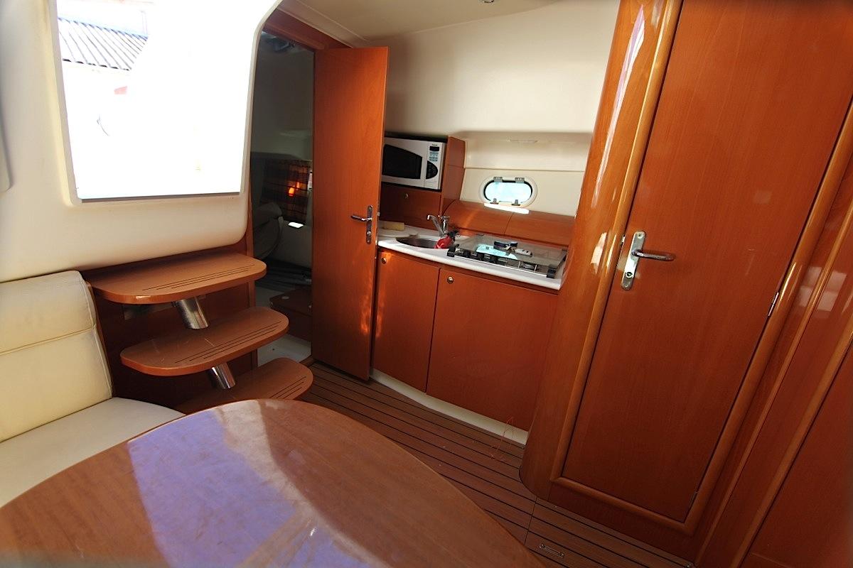 Prestige 34 s hy res location bateaux by les iles d 39 hyeres for Prestige cuisine